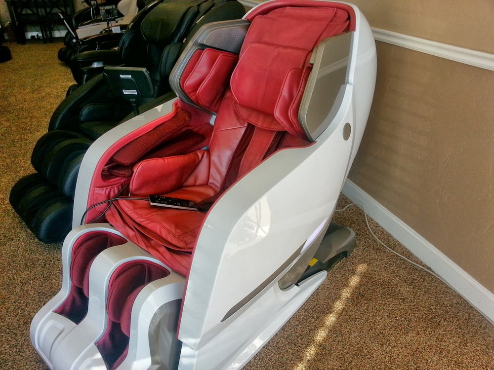 Iyasi Massage Chair Reclined Front angle