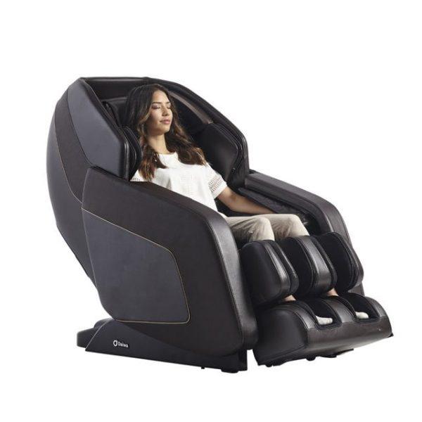 Daiwa Hubble massage chair - black color female hero